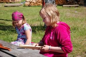 Leiriläiset saivat opetella myös vuolemista.